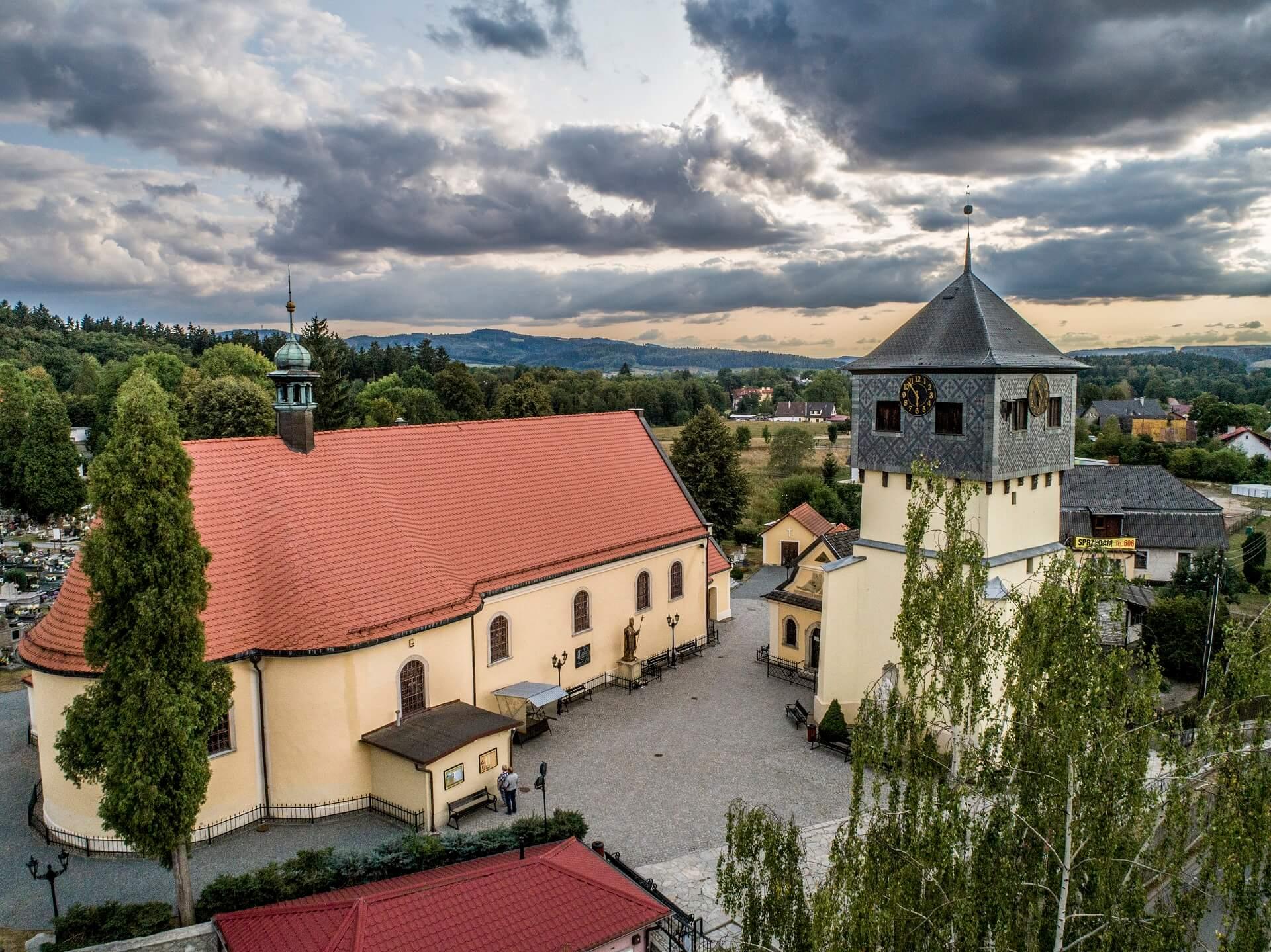 Zabytkowa dzwonnica Kaplica Czaszek_Kudowa-Zdrój